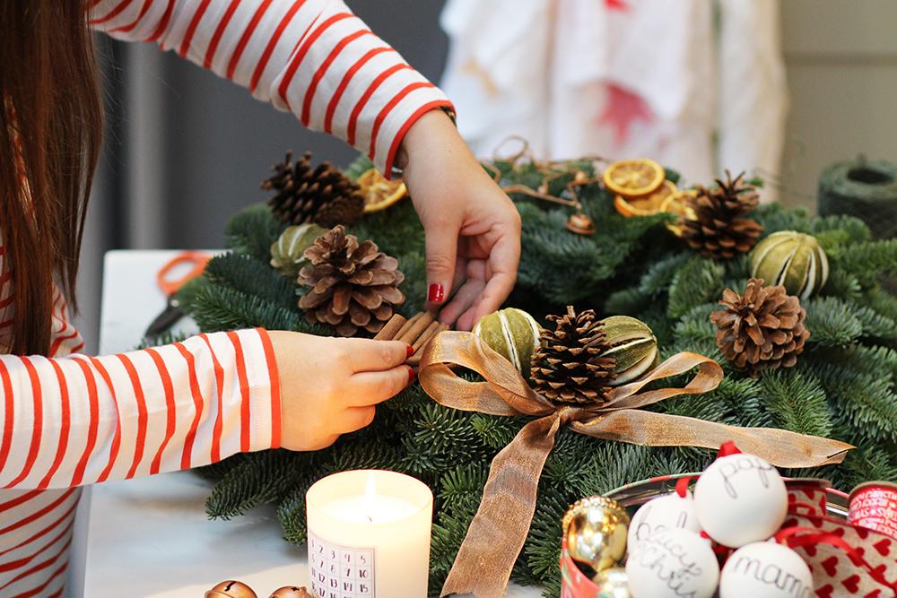 lucyfeltonchristmaswreathdiy6