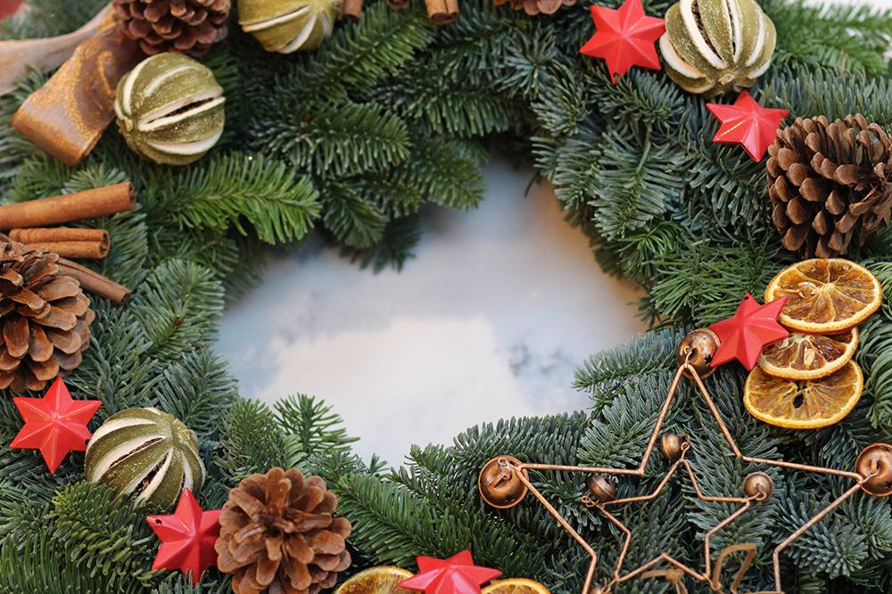 lucyfeltonchristmaswreathdiy13