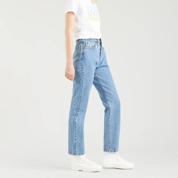 blue levis 501 original straight jeans, white t-short and trainers